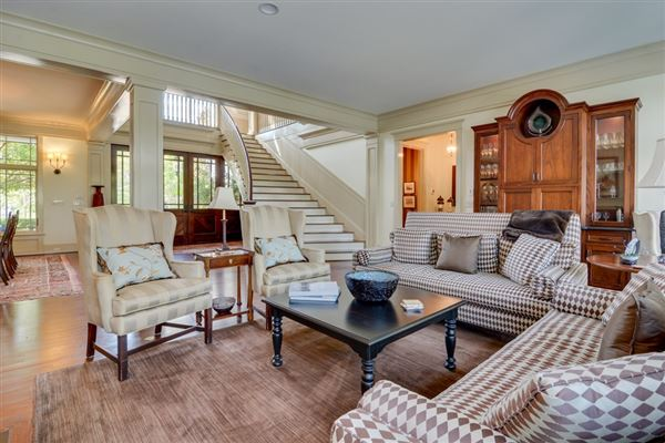 Luxury homes casually elegant home on the savannah river