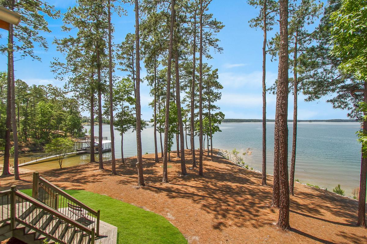 Luxury properties Modoc Lakefront