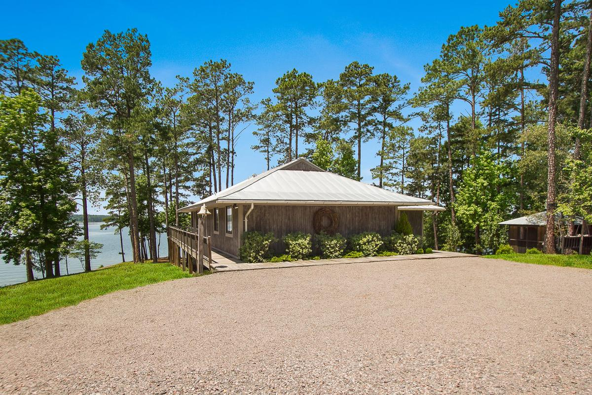 Luxury real estate Modoc Lakefront