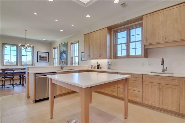Mansions 142-plus acre farm with three custom homes