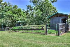 Mansions in  turnkey equestrian property