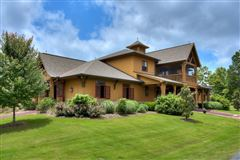 Luxury properties An equestrian paradise on 14 acres