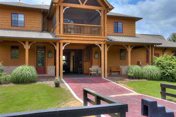An equestrian paradise on 14 acres luxury real estate