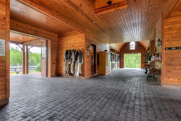 Mansions An equestrian paradise on 14 acres