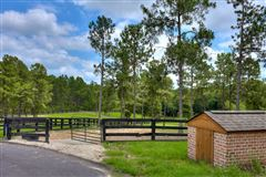 Luxury homes in An equestrian paradise on 14 acres