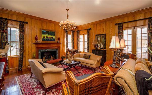 Luxury properties Historic ONE ACRE FARM