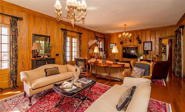 Historic ONE ACRE FARM luxury properties