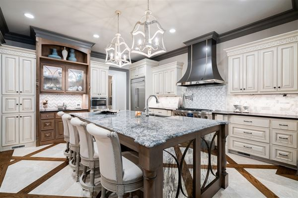 Mansions Stunning estate with high end finishes