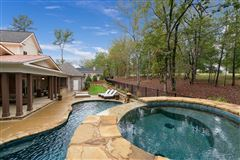 Stunning estate with high end finishes luxury properties