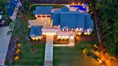 Mansions in Stunning estate with high end finishes