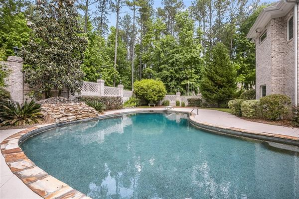 Mansions in Gorgeous home on almost three acres in Kiokee Ridge