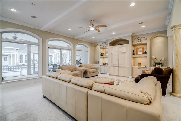One-of-a-kind home in West Lake mansions