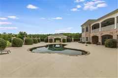 Luxury homes in Grand Southern estate on 11 acres