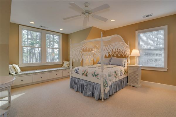 Luxury real estate Columbia County lake living at its finest
