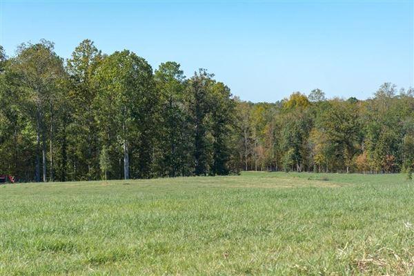 142-plus-acre ranch mansions