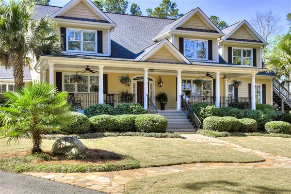 Luxury homes in Perfect home in GROVETOWN