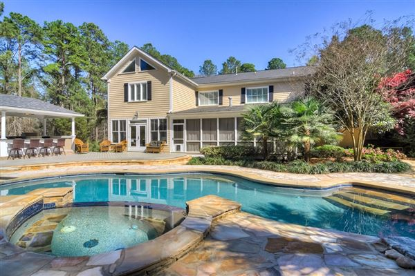 Perfect home in GROVETOWN mansions
