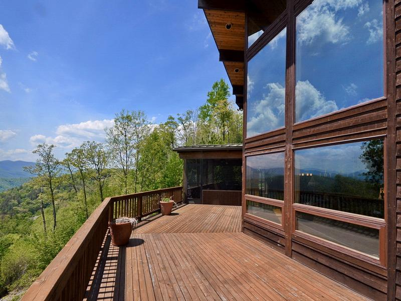 Long Range Mountain Views and Fine Living luxury homes