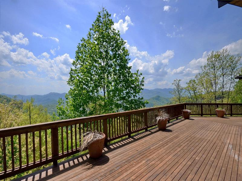Long Range Mountain Views and Fine Living luxury real estate
