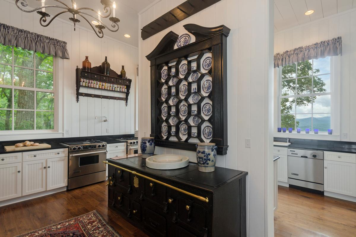 Elegant Mountaintop Estate luxury homes