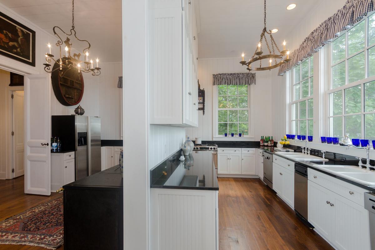 Mansions in Elegant Mountaintop Estate