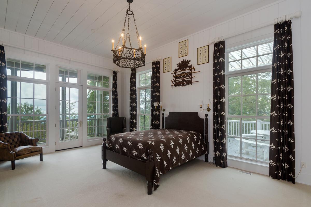 Mansions Elegant Mountaintop Estate