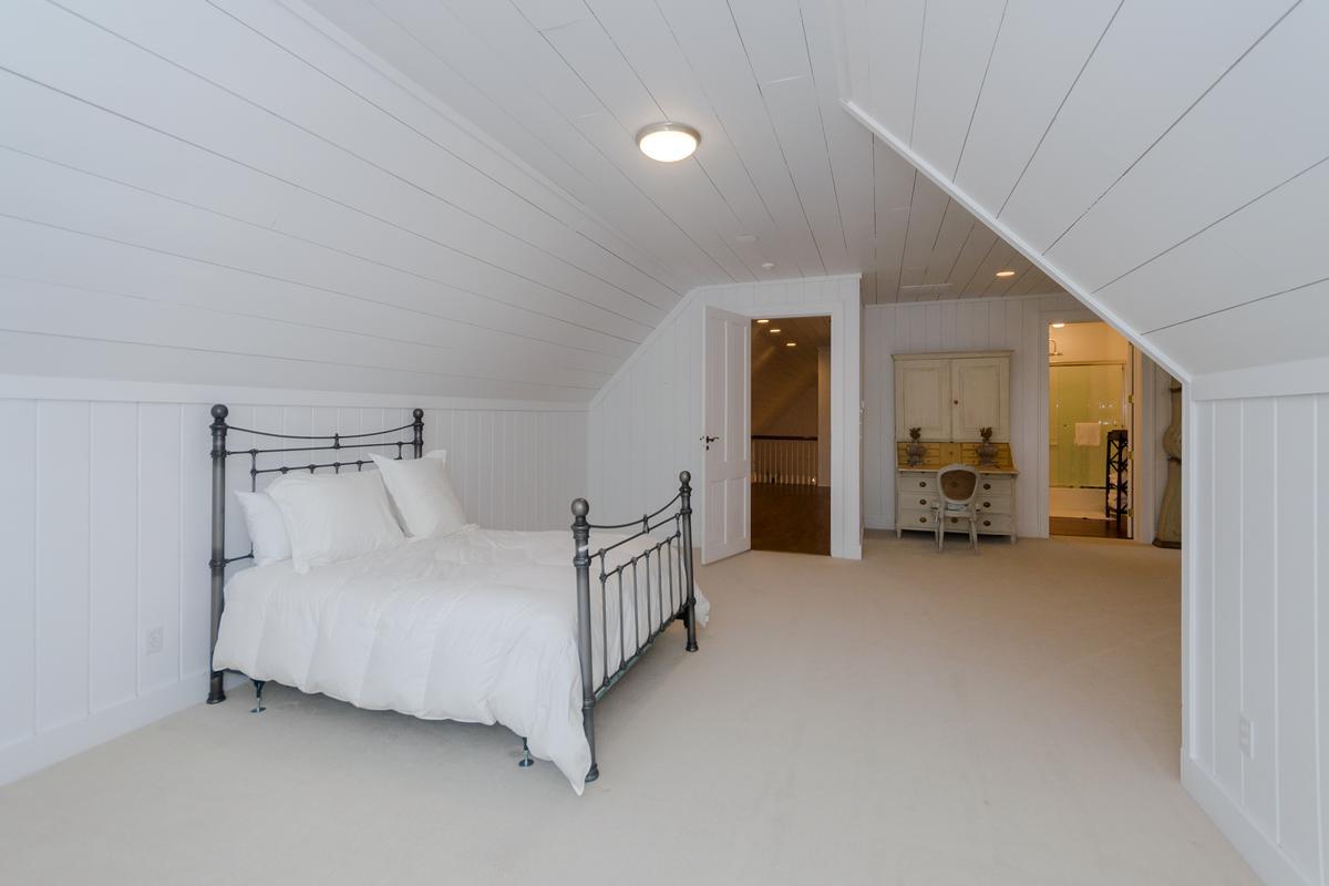 Luxury homes in Elegant Mountaintop Estate