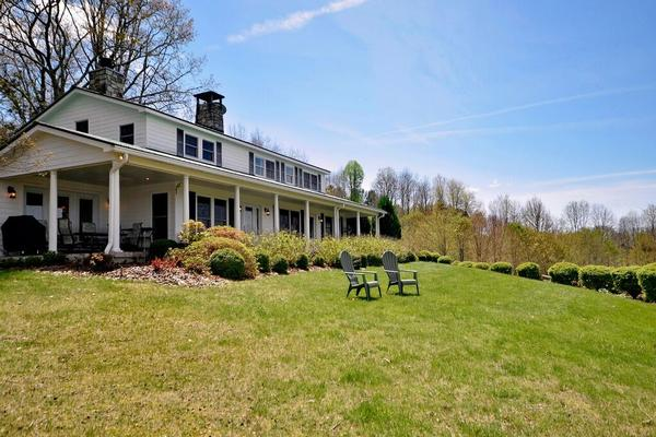Modern Farmhouse on 20 Acres luxury real estate