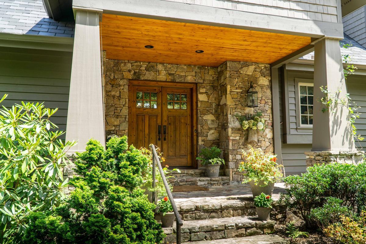 Luxury homes STUNNING MOUNTAIN ESTATE IN SAPPHIRE RIDGE