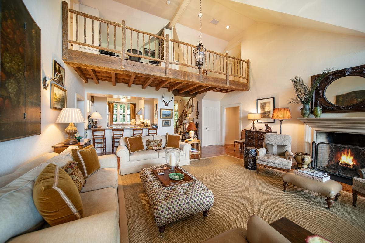 LOVELY MOUNTAIN RETREAT WITH EXCEPTIONAL VIEWS mansions