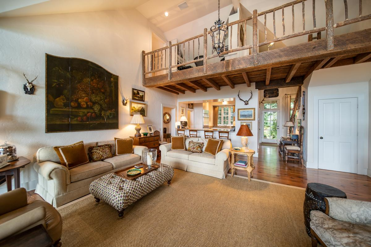 Luxury homes in LOVELY MOUNTAIN RETREAT WITH EXCEPTIONAL VIEWS