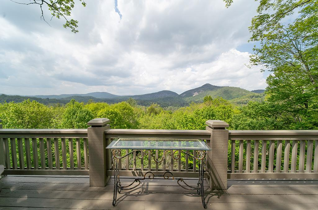 LOVELY MOUNTAIN RETREAT WITH EXCEPTIONAL VIEWS luxury homes