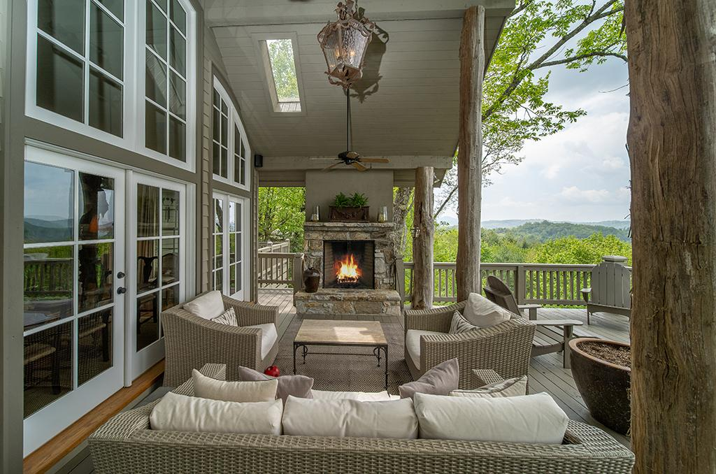 Luxury real estate LOVELY MOUNTAIN RETREAT WITH EXCEPTIONAL VIEWS