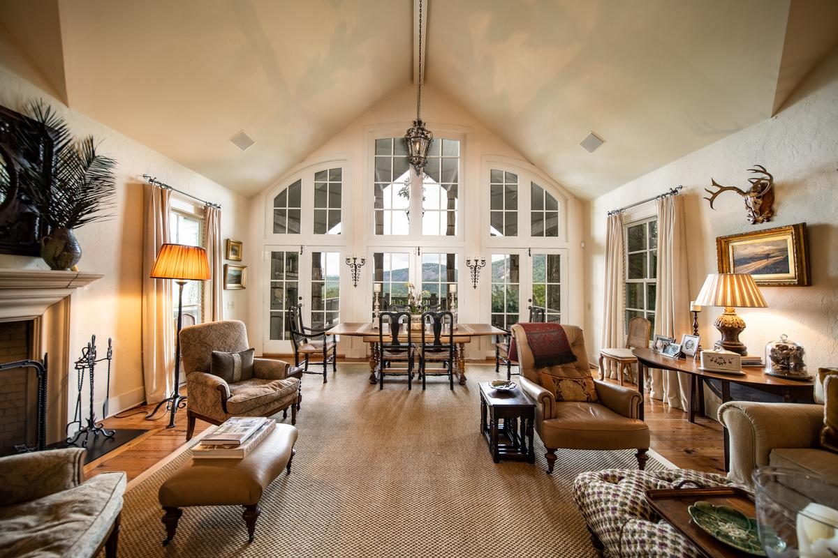 Luxury properties LOVELY MOUNTAIN RETREAT WITH EXCEPTIONAL VIEWS