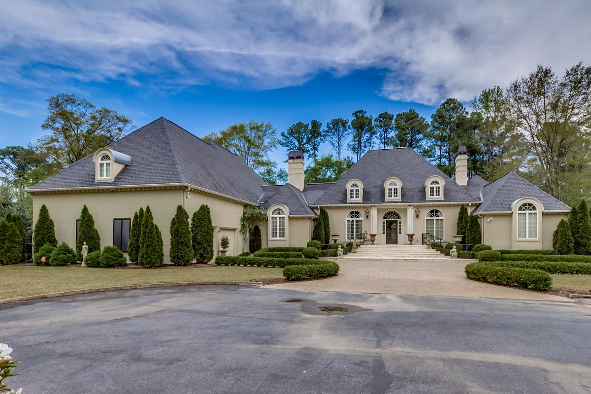 Luxury real estate Beautiful two acre estate
