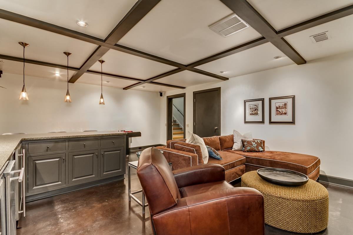6841 Cutter Court luxury real estate