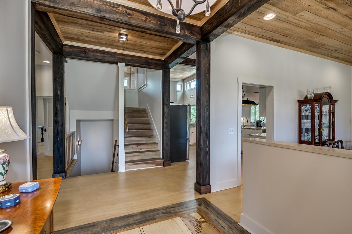 Mansions 15128 Highland Ridge