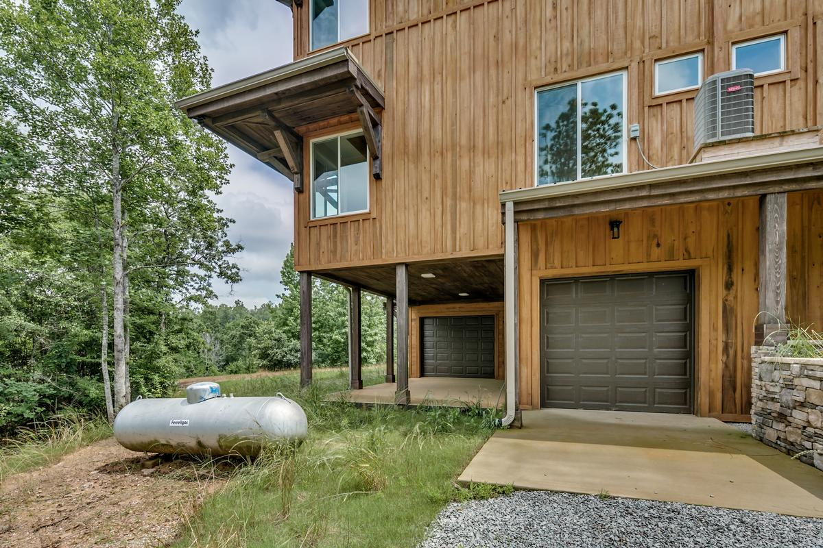 Luxury properties 15128 Highland Ridge
