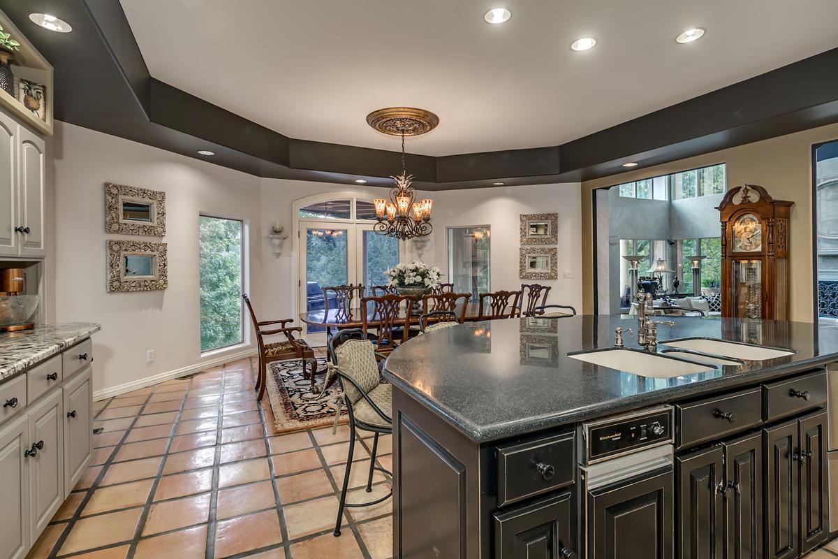 Luxury properties 6821 Jade Point