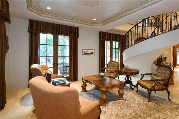 Luxury homes majestic home in Piney Point Village
