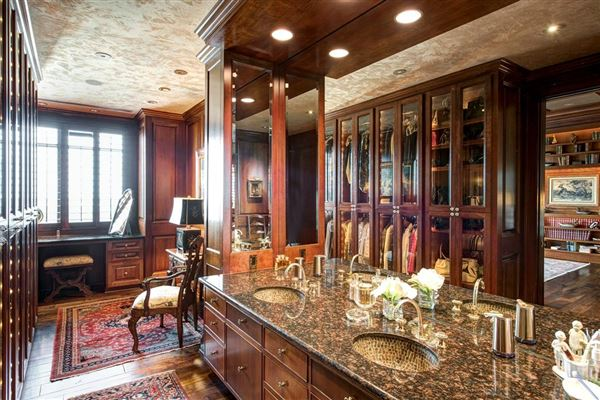 Luxury homes in elegant custom 19th floor unit in The Huntingdon