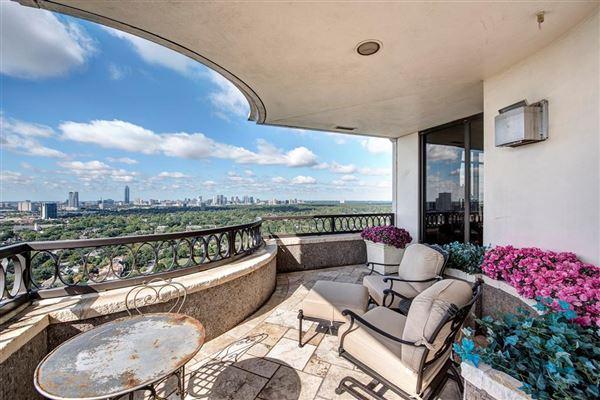 Luxury real estate elegant custom 19th floor unit in The Huntingdon