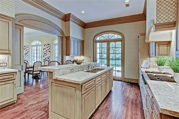 Luxury homes in gracious Southern plantation design
