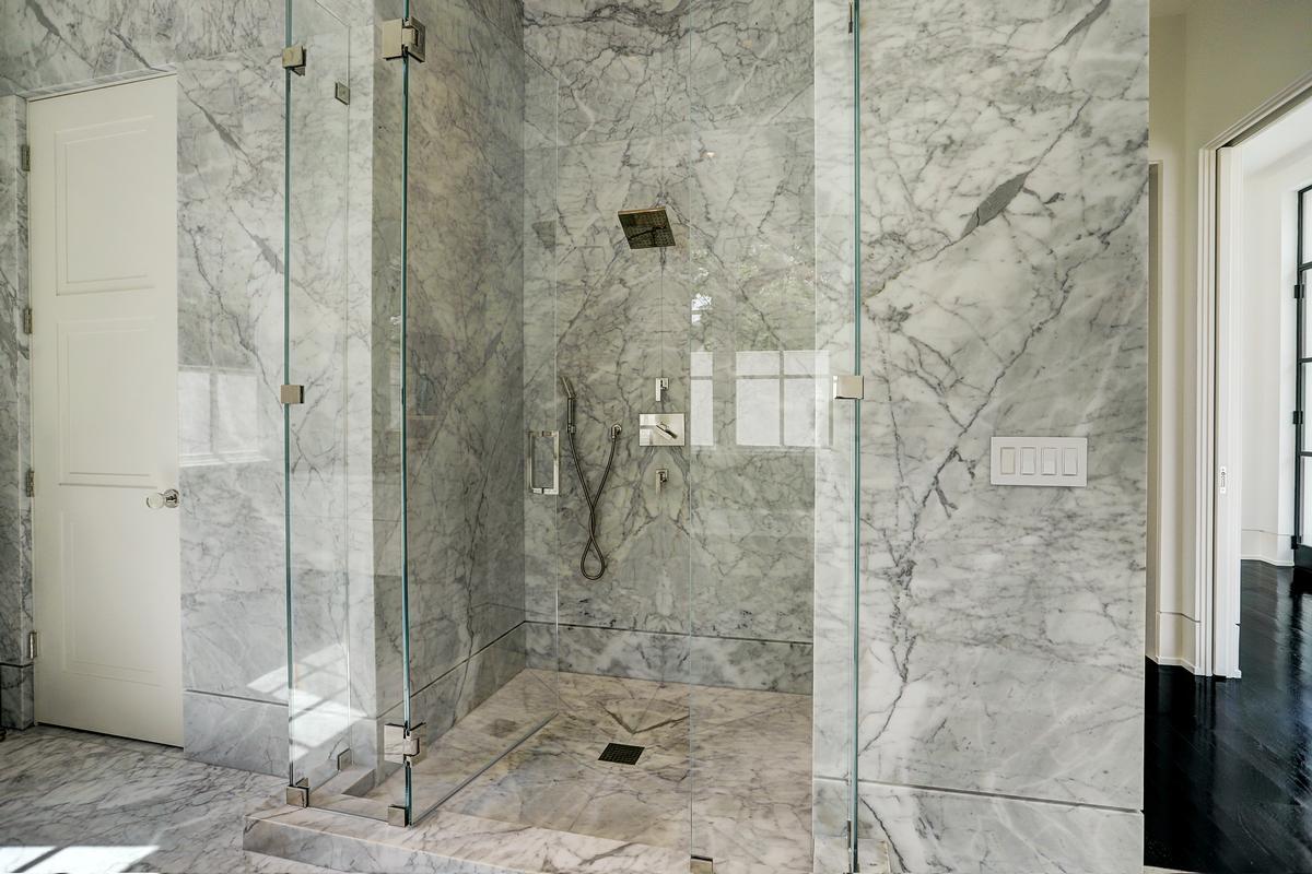 Luxury properties 5330 Cherokee