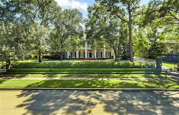 gracious Southern plantation style luxury homes