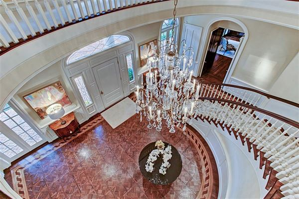 gracious Southern plantation style luxury real estate