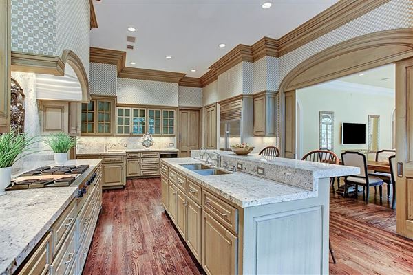 Luxury homes in gracious Southern plantation style