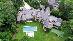 Mansions in European ambiance in a luxuriously-appointed setting