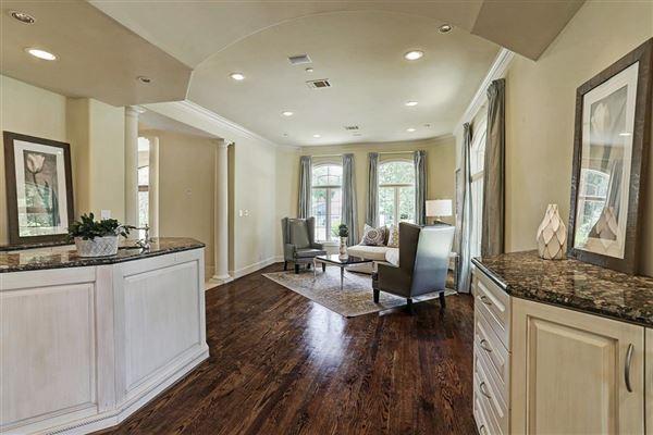 Elegant home in Piney Point Village luxury homes