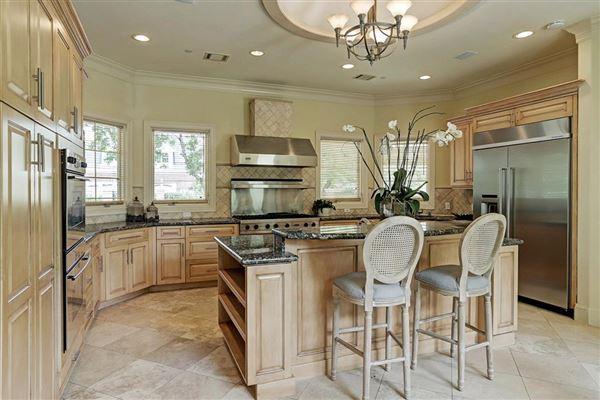 Luxury homes in Elegant home in Piney Point Village